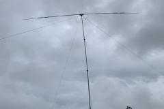 Rotatable dipole against a dark FD sky